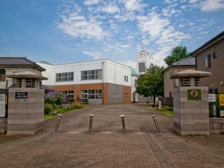 狭山市立入間川小学校まで、約931m