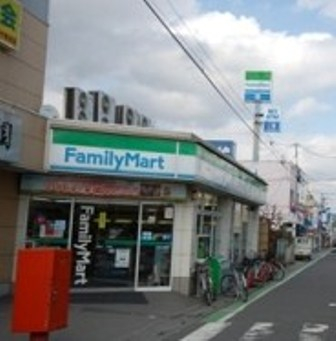 ファミリーマート入曽駅前店まで、約1495m