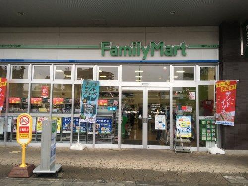 ファミリーマート狭山市駅東口店まで、約684m