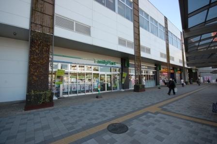 ファミリーマート狭山市駅東口店まで、約804m