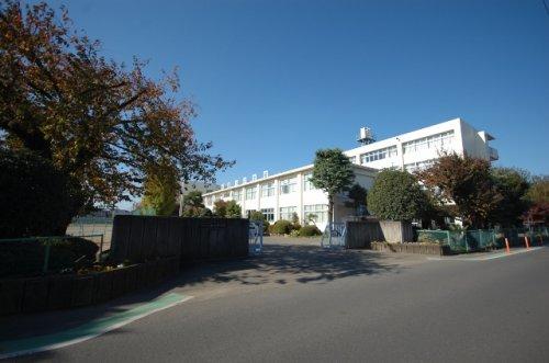 入間市立藤沢中学校まで、約630m