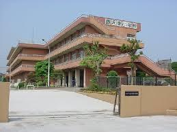 藤沢東小学校まで、約557m