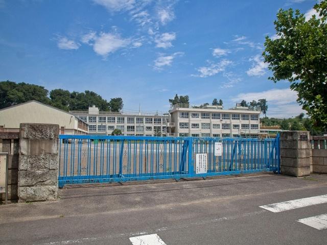狭山市立水富小学校まで、約349m