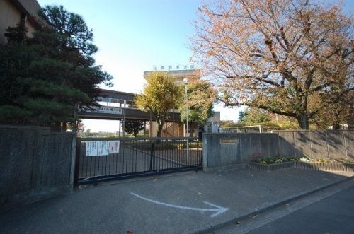 入間市立藤沢中学校まで、約406m