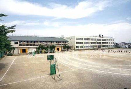狭山市立入間川東小学校まで、約638m