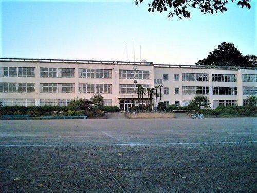 飯能市立第一小学校まで、約655m