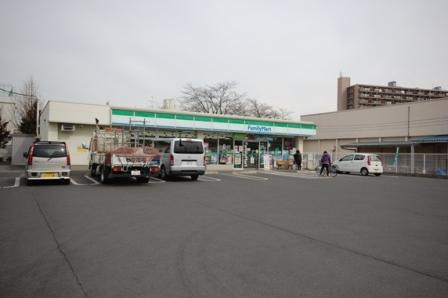 ファミリーマート狭山富士見通店まで、約791m