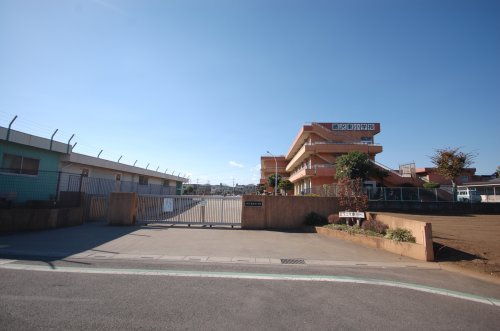 入間市立藤沢東小学校まで、約265m