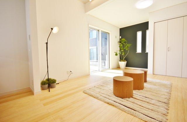 建物は狭山不動産(株)オリジナルSAN+ 高性能ZEH住宅(太陽光設置)本体面積28.5~30坪迄目安、坪単価53.9万円(税込)で建築可能
