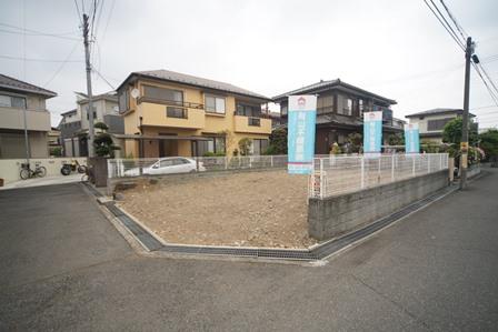 土地の形が比較的整っているため、土地全体を有効活用することができ住宅設計がしやすい形です。間口が広く、玄関等のアプローチや駐車スペースの設置等も思いのままです。 【2019年4月撮影】