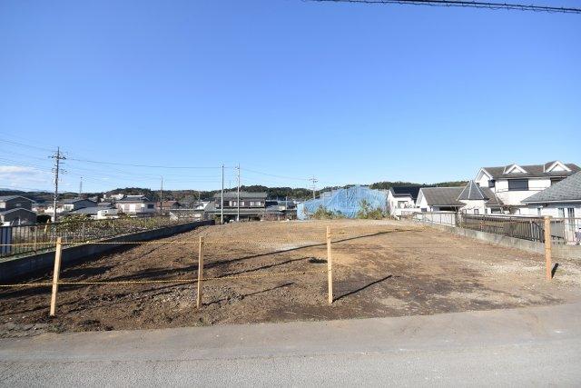 南道路で土地151坪の売地 建築条件なし更地渡し条件で周囲に建物なく光の平坦部