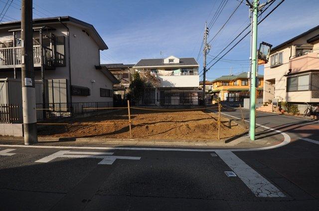 【前面道路含む現地土地】 西武新宿線「狭山市」駅よりバス6分、「西武狭山台ハイツ」徒歩6分の立地なので、通勤や通学にも便利なロケーションです♪ 現地(2020年12月)撮影